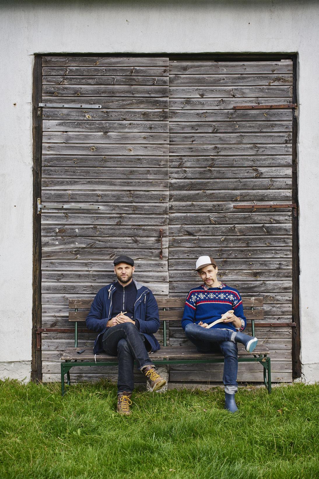 Henrik Francke och Hannes Dahlrot är hooked på träslöjd. FOTO: Miki Anagrius