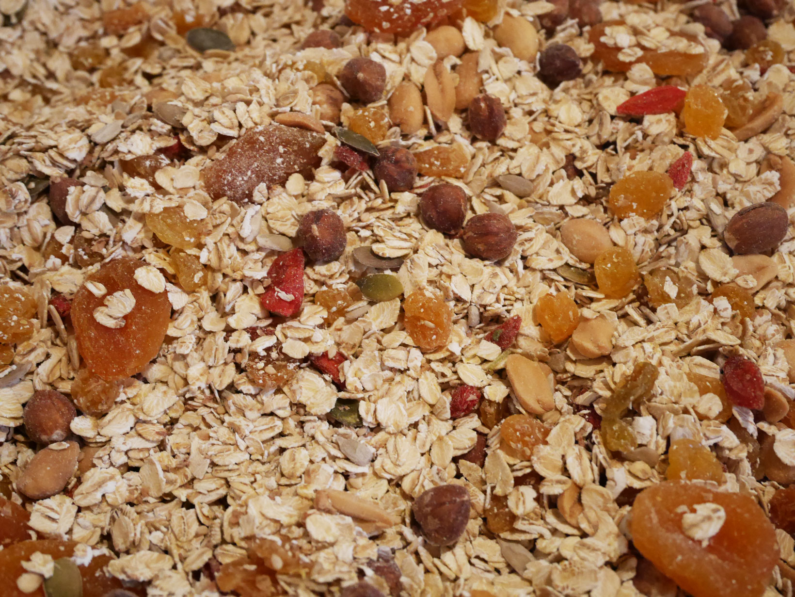 I torkad-frukt-väg bjöd skafferiet på aprikoser (införskaffade i Polen, men det är en annan historia), gojibär och gula russin.
