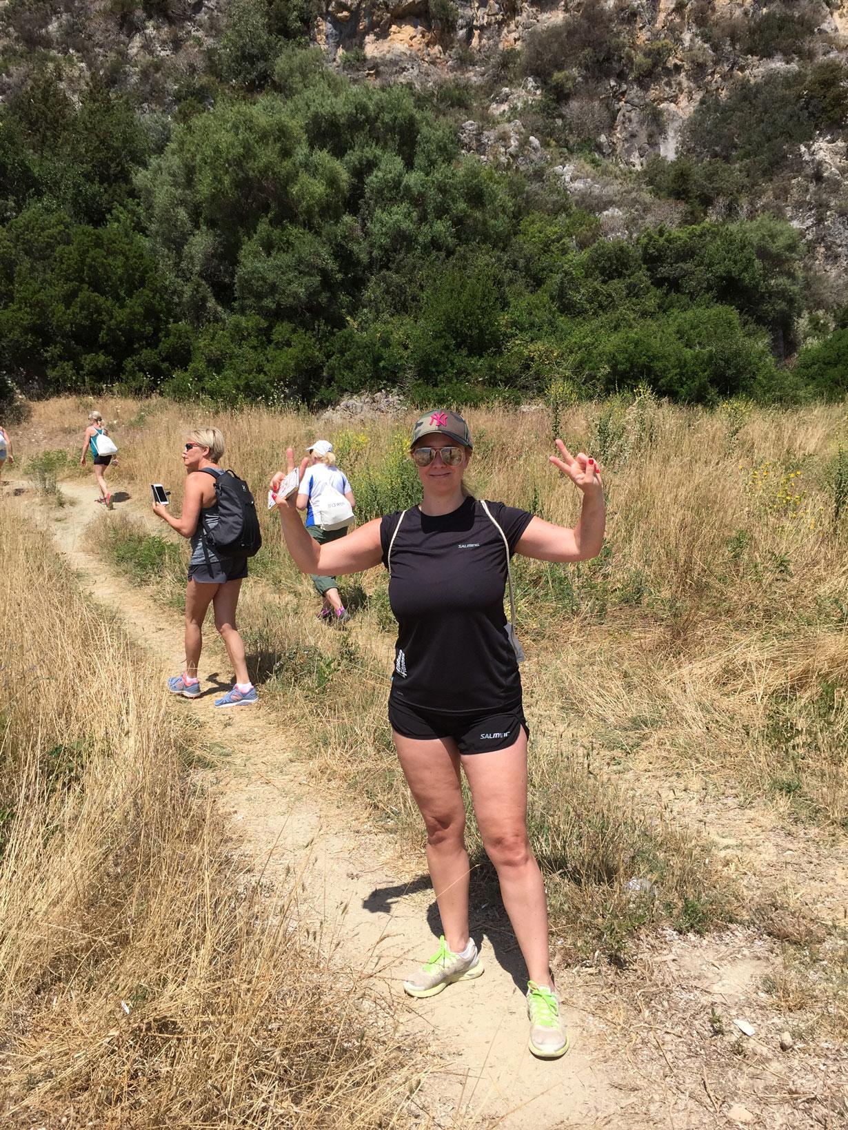 Jag upptäckte tjusningen med hiking när jag var på Ibiza för några år sedan, och självklart vill jag lura med mig Annica på banan.